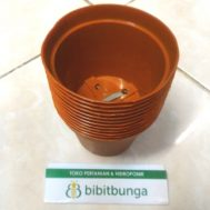 Pot Bunga Vanda 750 Merah Bata – 12 Pcs